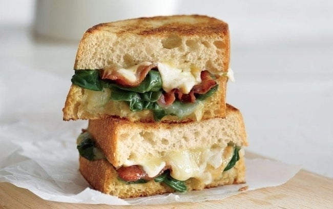 Garlicky-Grilled-Cheese-with-Spinach-and-Bacon-752x472
