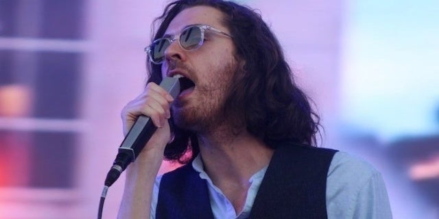 hozier-bonnaroo-2019-popculture-john-connor-coulston-9-crop