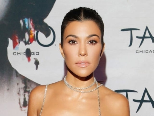 Kourtney Kardashian Fans Erupt With Applause After She Posts Unedited Photo Revealing Stretch Marks