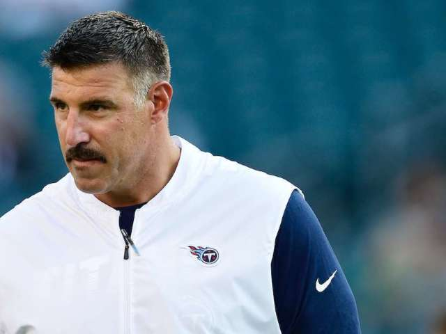 Mike Vrabel Yells at Tom Brady When Stepping on Titans Practice Field