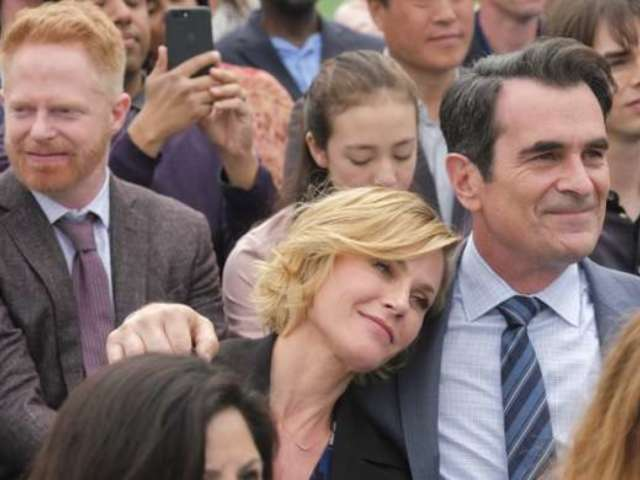 'Modern Family' Cast Poses Together as They Start Work on Final Season