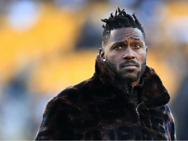 Oakland Raiders Star Antonio Brown Shows Brutal Photo of Mangled Feet