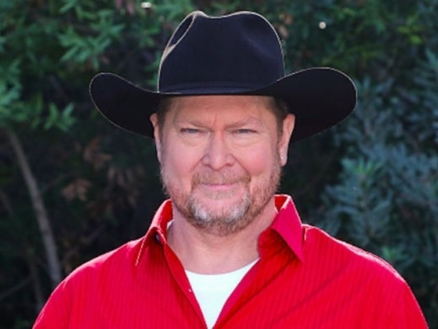 Tracy Lawrence Helps Kick off the Holiday Season in Nashville (Exclusive)