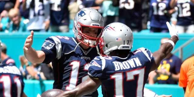 Antonio Brown Tom Brady show love touchdown throw