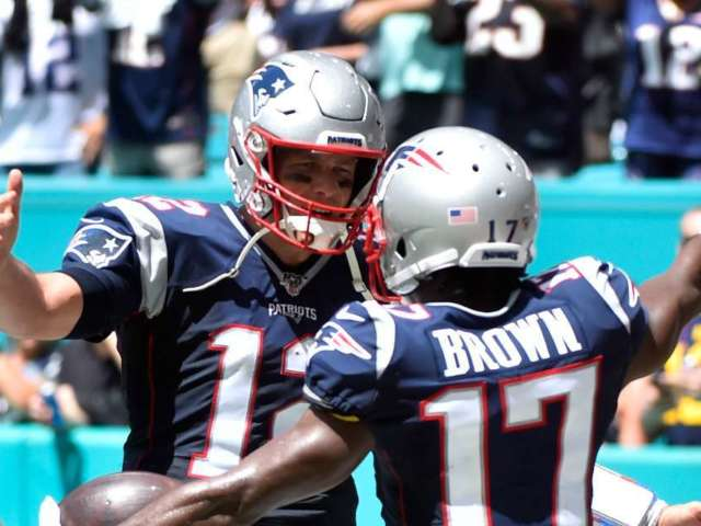 Watch Antonio Brown Show Love to Tom Brady After Touchdown Throw