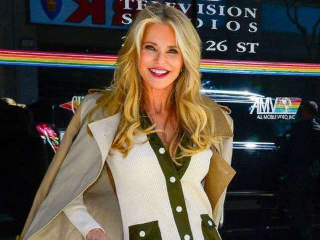 'DWTS': Christie Brinkley Drops New Photo Hours Before Show, Reveals Severe Injury Details