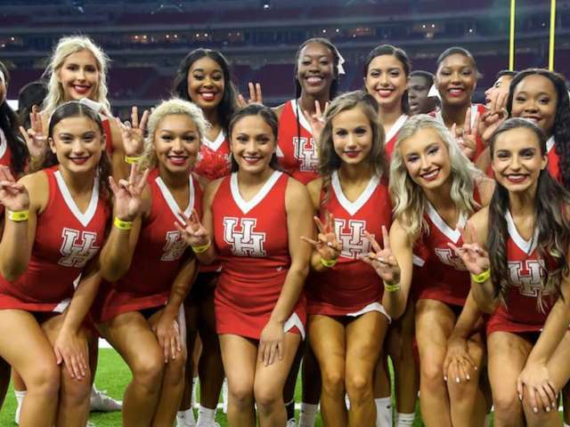 Houston Cheerleader Takes Violent Fall on Sidelines of Washington State Game