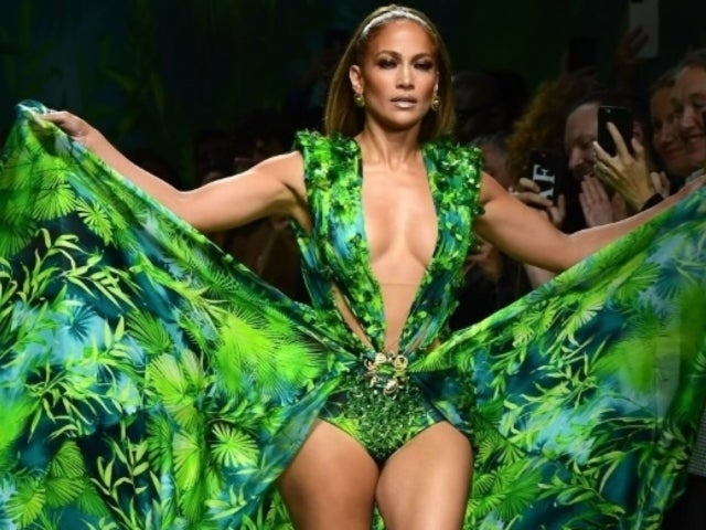 Jennifer Lopez Stuns Everybody by Wearing Her Famous Green Dress on Runway for 20th Anniversary