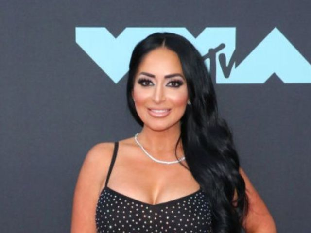 'Jersey Shore': Angelina Pivarnick Breaks Down Over Allegation She Kissed Jenni 'JWoww' Farley's Boyfriend