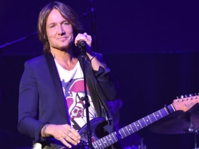 Keith Urban's Tennessee Titans Celebration Photo Seemingly Showing off Injury Sparks Concern