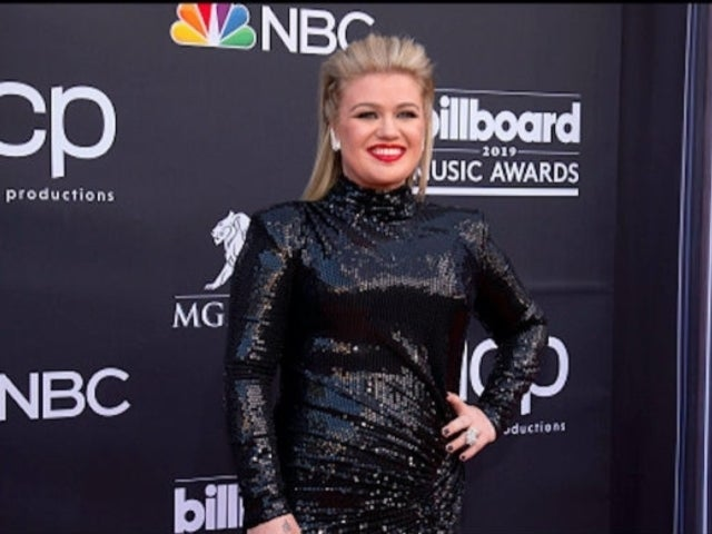 Watch Kelly Clarkson Cover Dolly Parton's '9 to 5' in Humorous Promo for New Talk Show