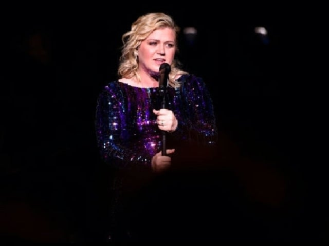 Watch Kelly Clarkson's Flawless Cover of Deana Carter's 'Strawberry Wine'