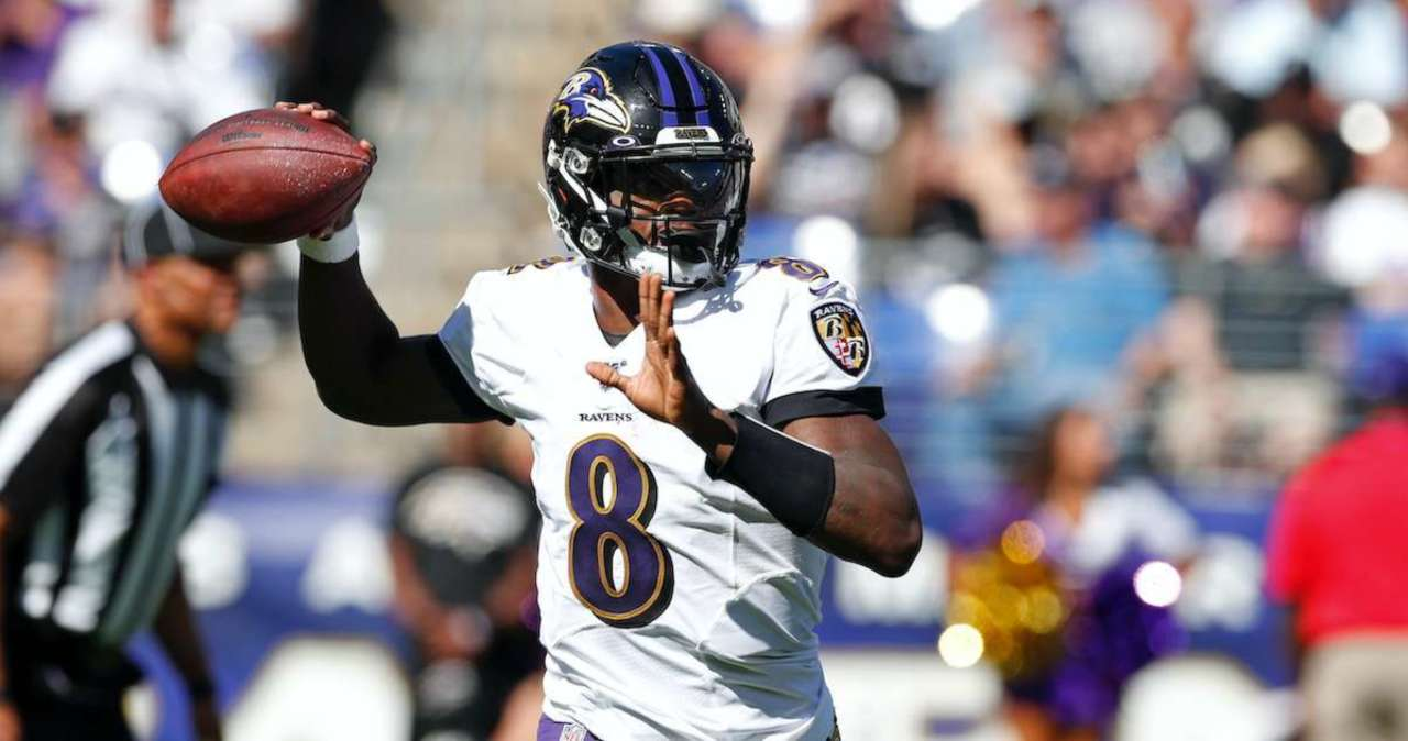 release date 4c857 47f7e Ravens QB Lamar Jackson Stops Car to Sign Autographs for Fans