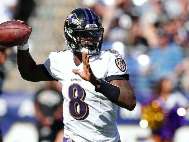 Ravens QB Lamar Jackson Stops Car to Sign Autographs for Fans