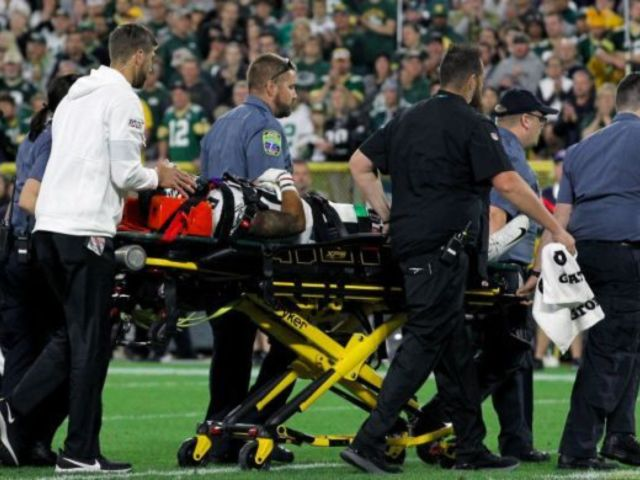 Eagles Player Avonte Maddox Suffers Brutal Head Hit, Team Swarms Field as He's Stretched Off
