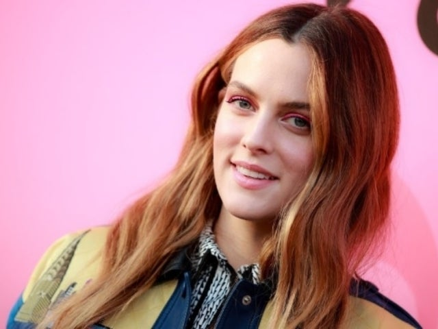 Elvis Presley's Granddaughter Riley Keough Snaps Sassy Photo With 'Girl Band' Friends