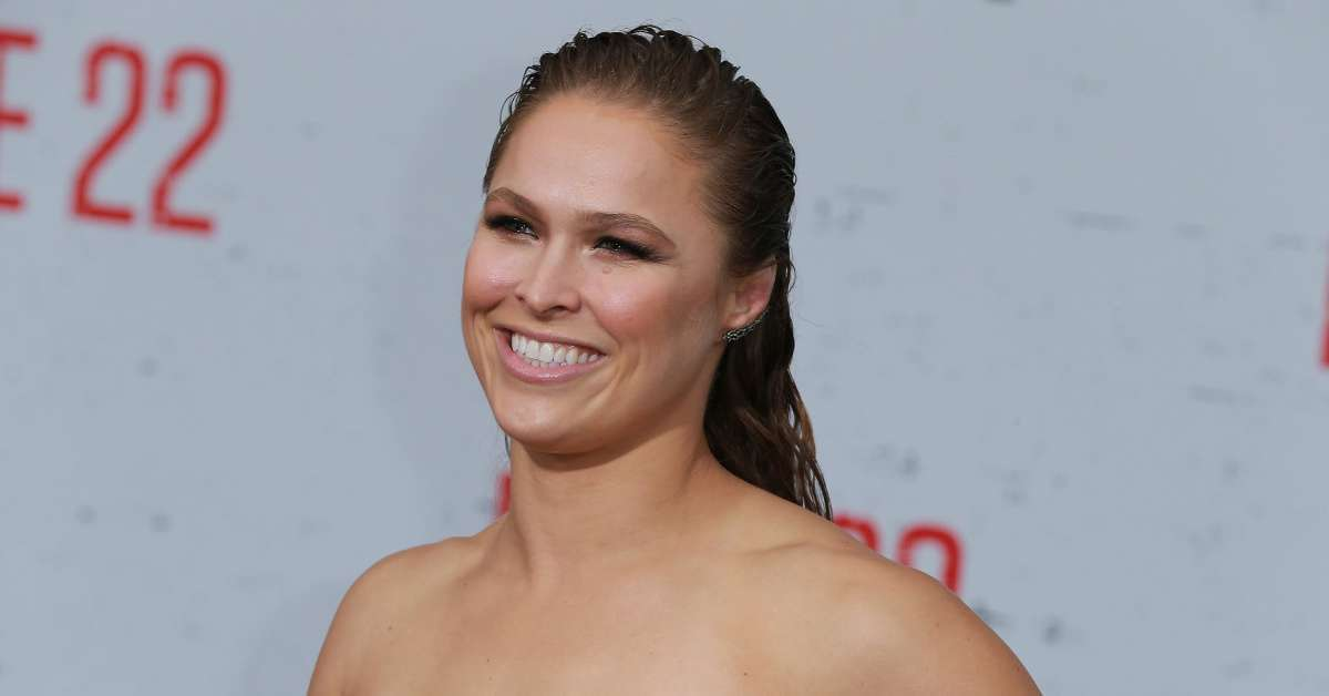 Ronda Rousey stitches taken out hand