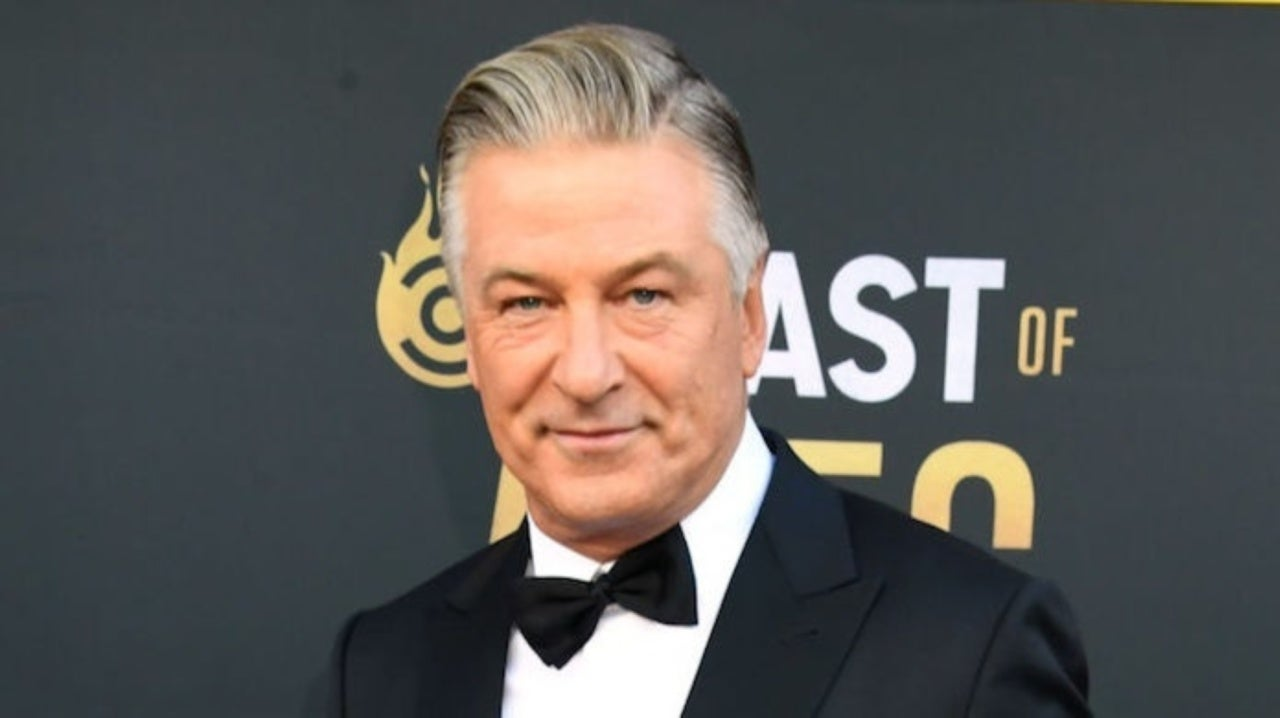 Alec Baldwin Quits Twitter After Gillian Anderson Accent Joke Backfires.jpg