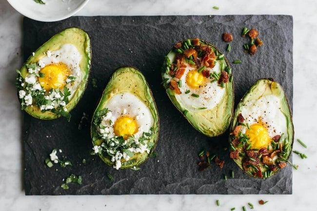 baked-eggs-in-avocado-6