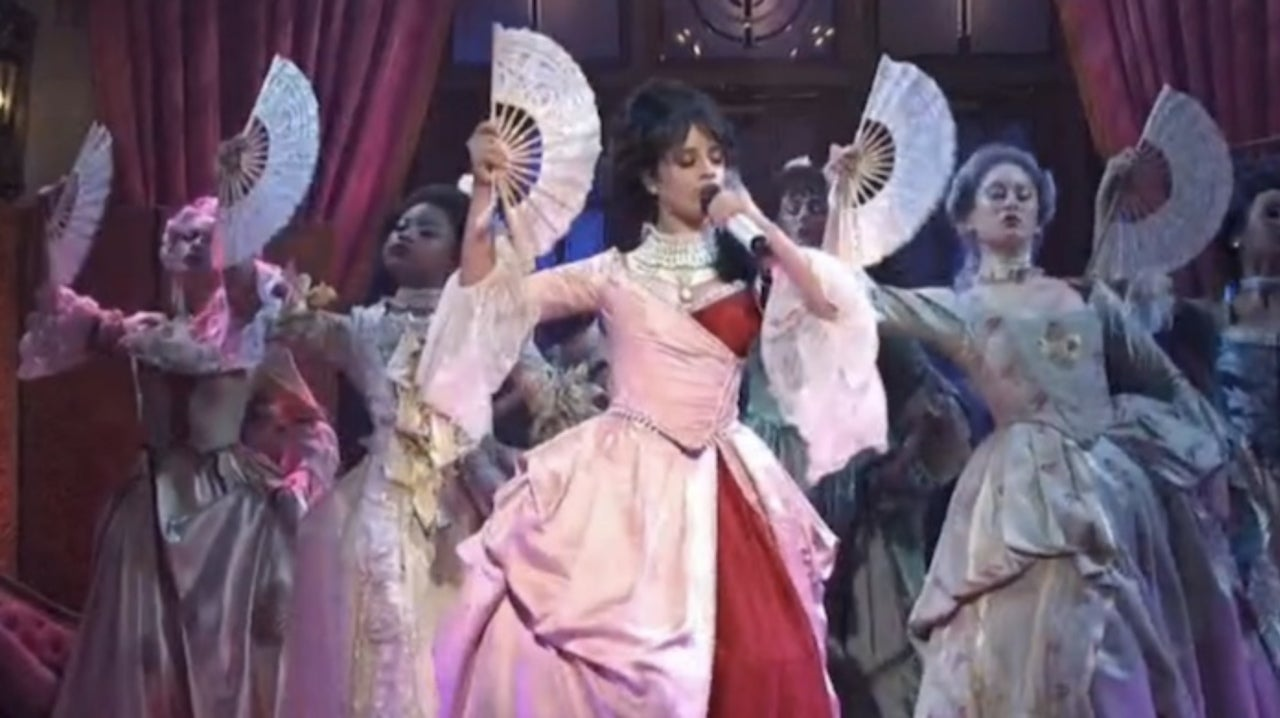 Snl Christmas Special 2019.Snl Camila Cabello Performs For The First Time And