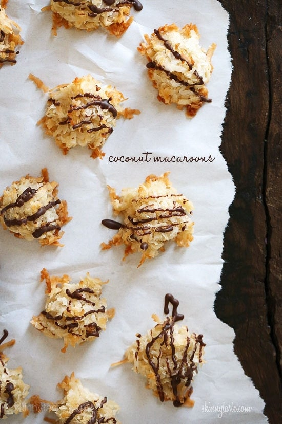 chocolate-drizzle-coconut-macaroons-550x825