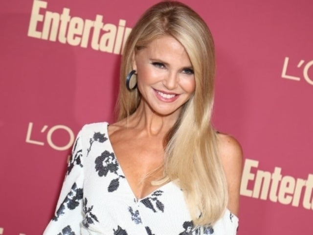 Christie Brinkley Welcomes 2020 With Stunning New Abs Photo