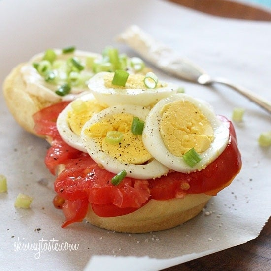 egg-scallion-and-tomato-sandwich-550x550