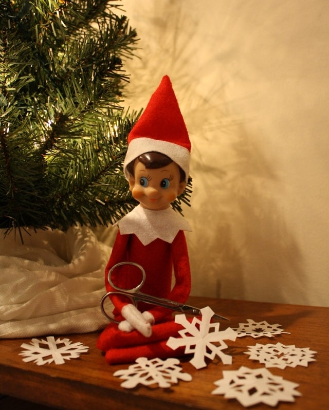 elf_on_the_shelf_paper_snowflakes