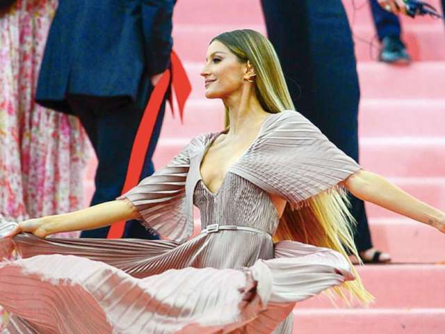 Gisele Reveals 4-Pumpkin Photo With Her and Tom Brady's Daughter Vivian