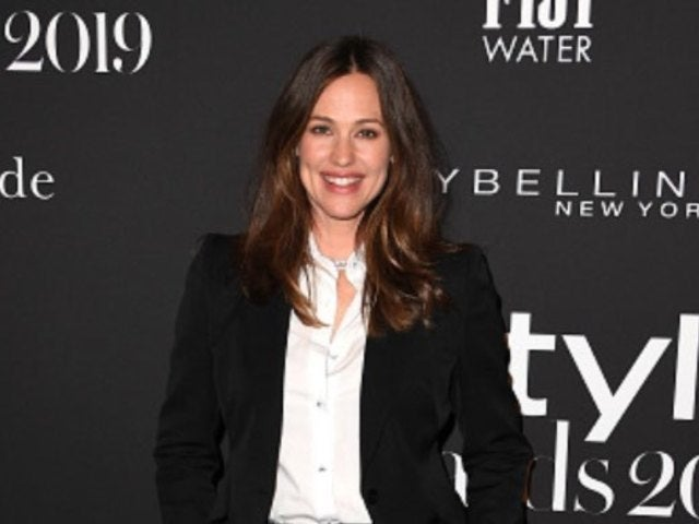 Jennifer Garner Lives Her Truth By Dressing up as a Mailbox for Halloween