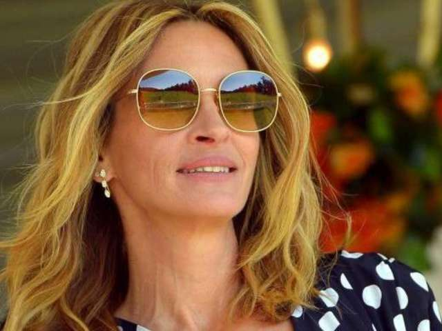 Julia Roberts Pleases 'Pretty Woman' Fans With Her Throwback Polka Dot Look in Recent Photos