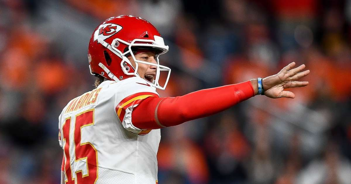 Kansas City Chiefs Patrick Mahomes first Instagram post knee injury