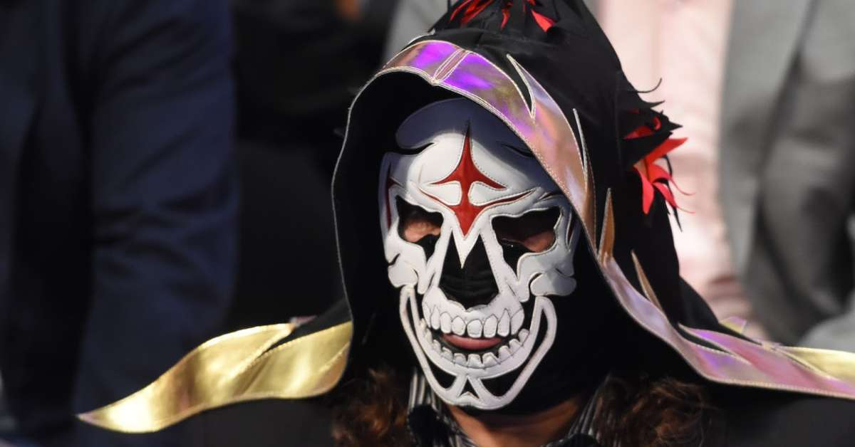 La Parka hospitalized scary injury match
