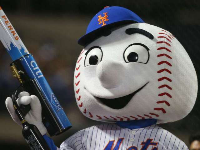 New York Mets Fan Suing Team After Being Hit in the Face With T-Shirt Cannon