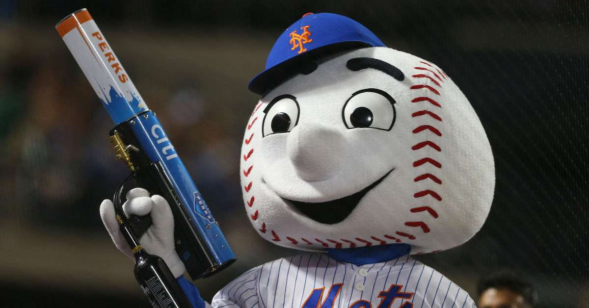 New York Mets fan suing team hit face t-shirt cannon