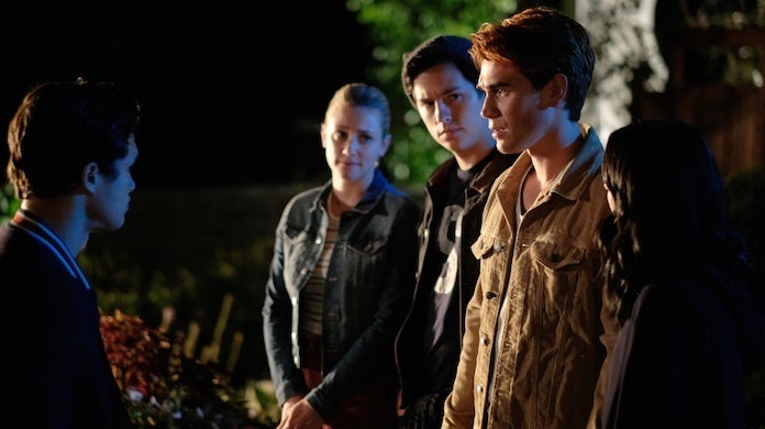 riverdale-season-4-premiere-cw-robert-falconer-archie-friends