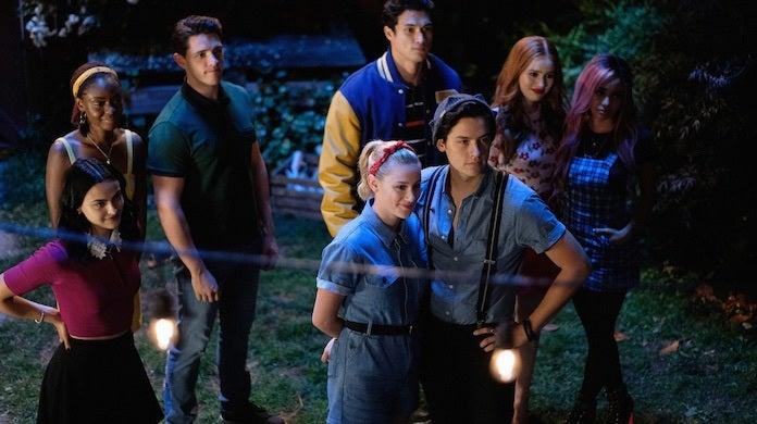 riverdale-season-4-premiere-cw-robert-falconer-flashlights