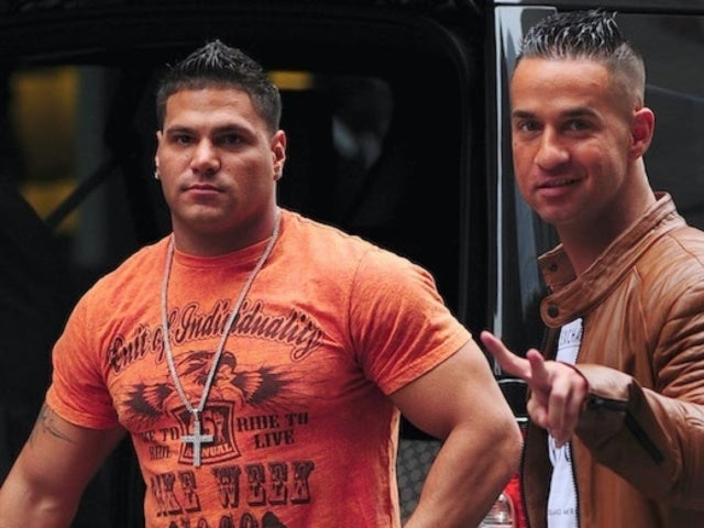 Ronnie Ortiz-Magro Ignoring 'Jersey Shore' Co-Stars' Texts After Arrest