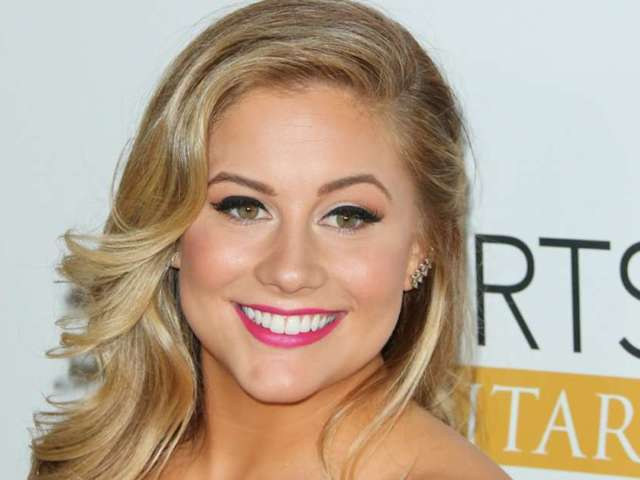 Olympian Shawn Johnson Squeezes Into Old USA Gymnastics Outfit While '40 Weeks Preggers'