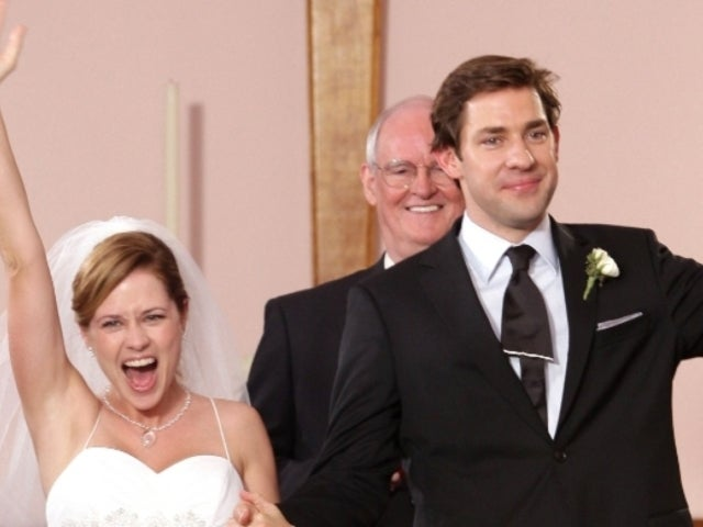 Jenna Fischer Responds to Chrissy Teigen's Jim and Pam Theory After Social Media up in Arms Over Divorce Speculation