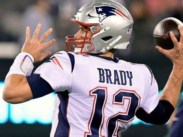 Tom Brady Listed on Patriots' Injury Report With Right Shoulder Issue