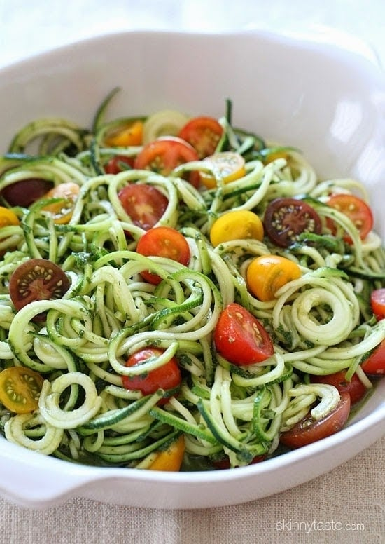 zucchini-noodles-with-pesto-and-tomatoes-550x776