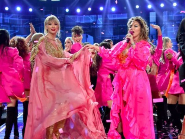 Shania Twain Seemingly Shades Taylor Swift in AMAs Clip, But Here's What She Really Said