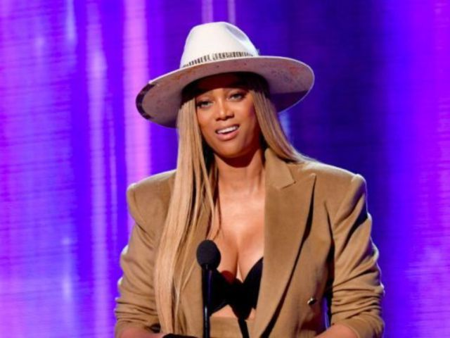 AMAs 2019: Tyra Banks Tweets out Portrait Photo of Her Presentation Look and Fans Lose It