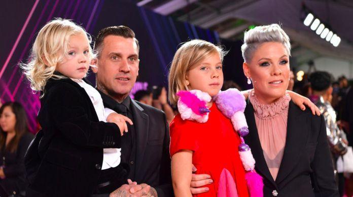 2019-peoples-choice-awards-pink-carey-hart-children