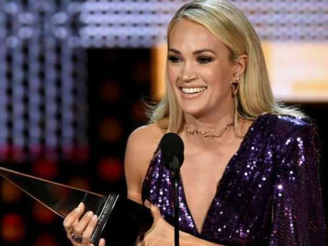 AMAs 2019: Carrie Underwood Breaks Down in Tears During Acceptance Speech, Wins Surprise Award