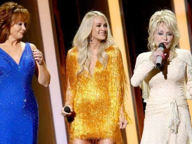 Carrie Underwood's Fringe CMA Awards Dress Is Drawing a Lot of Attention
