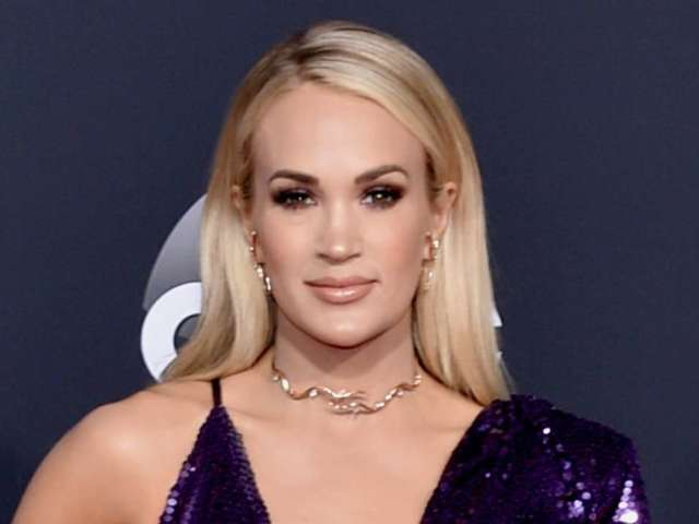 AMAS 2019: Carrie Underwood Dazzles in Glittery Purple Gown and Fans Are Loving It
