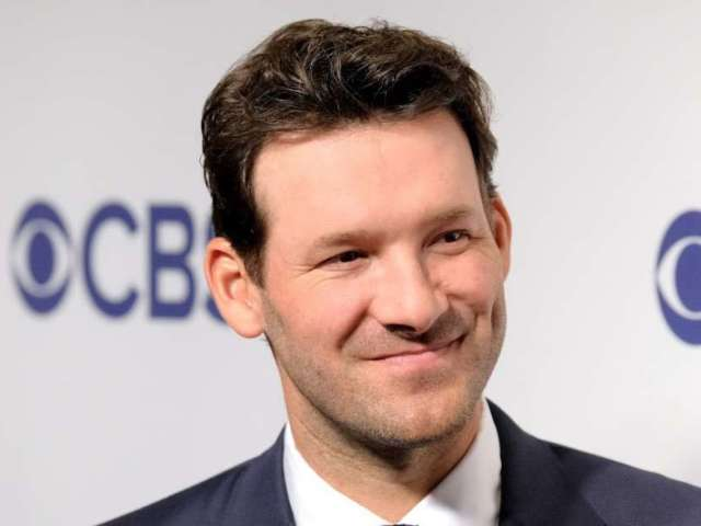 Dallas Cowboys Use Tony Romo to Calm Crowd After They Start Booing During Thanksgiving Game Against Buffalo Bills