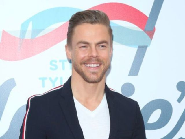 Derek Hough Reveals He Suffered Gruesome Injury on 'Holidays With the Houghs'